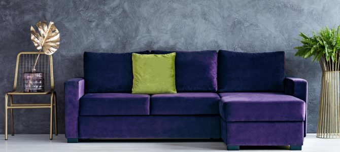 Tem como limpar sofá de veludo? Descubra aqui!